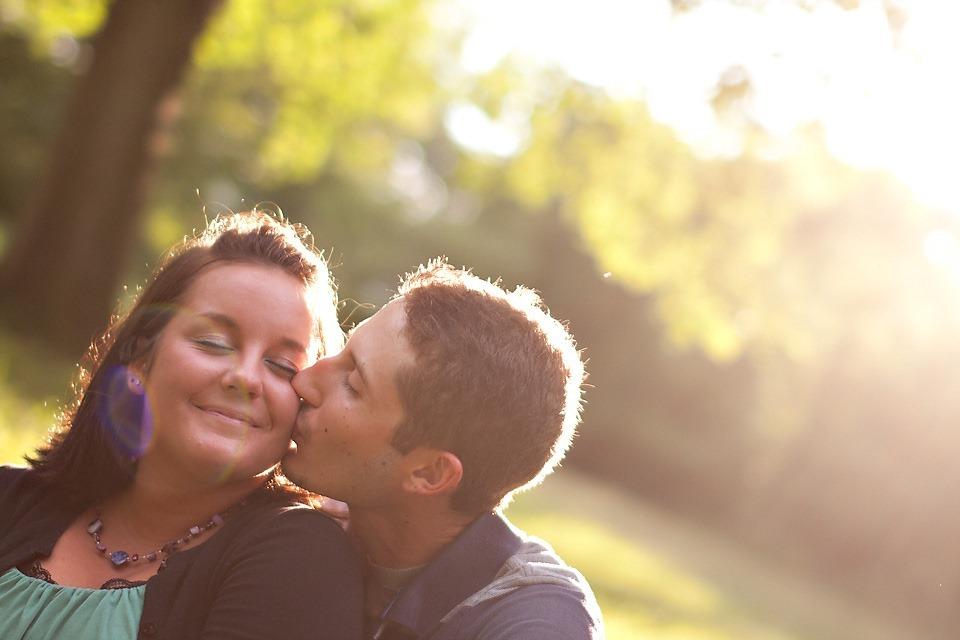 Couple kissing at Memorial Lake Park, Grantville PA